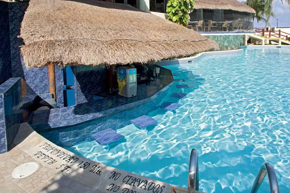 Hotel_Emporio_Cancun_pool_bar_experiencia