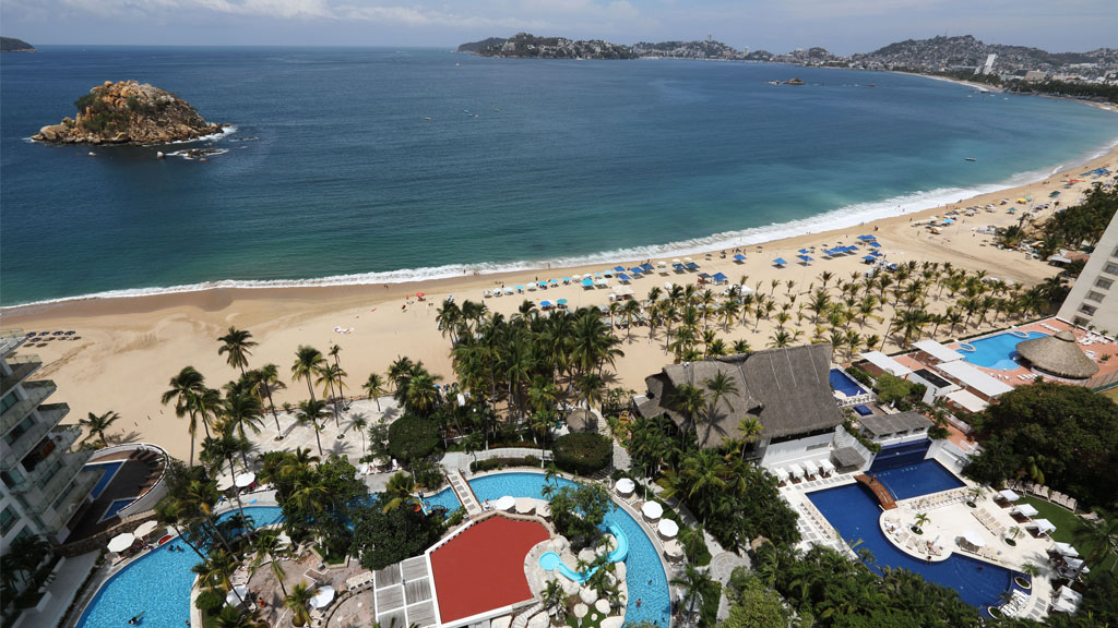 Hotel_Emporio_Acapulco_playa