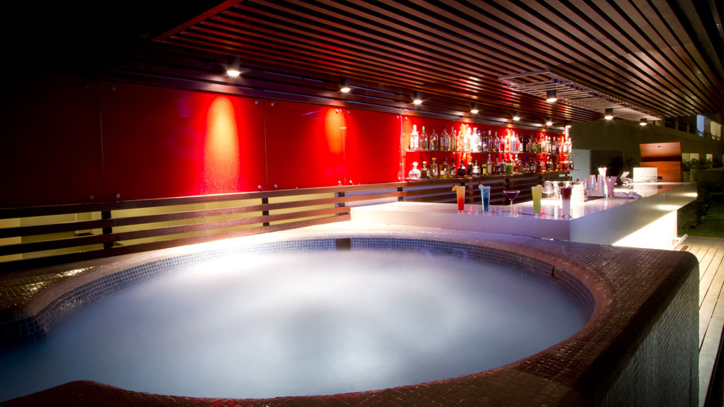 Hotel_Emporio_Mazatlan_pool_bar