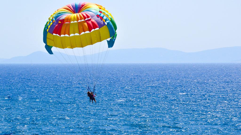 Hotel_Emporio_Ixtapa_parachute_experiencia