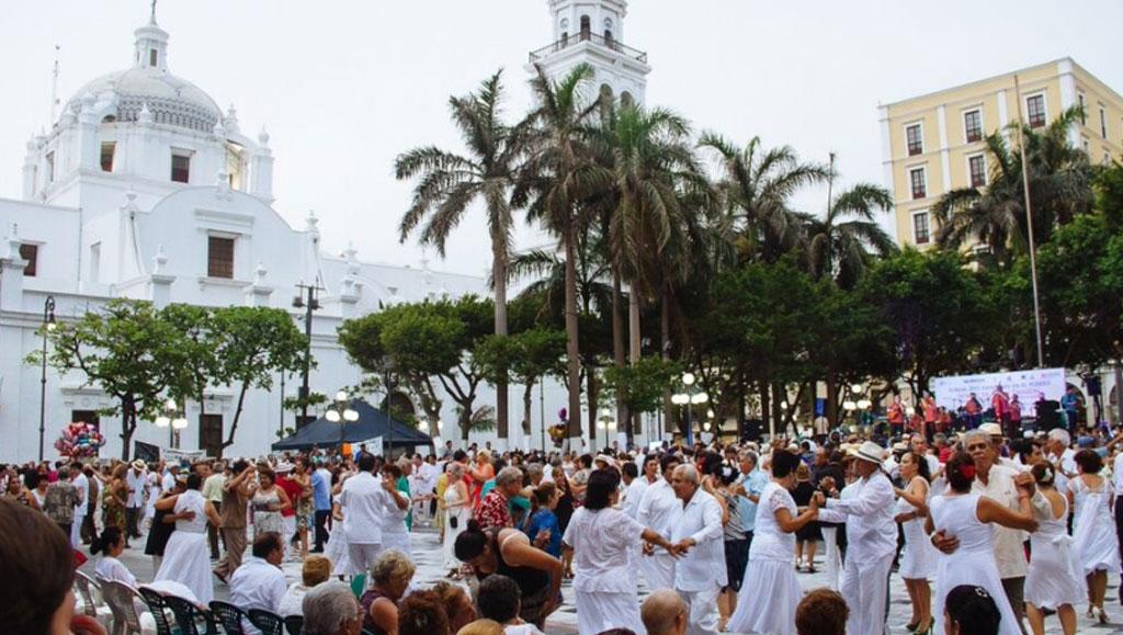 danzon_Veracruz_gaceta_Hotel_Emporio_Veracruz