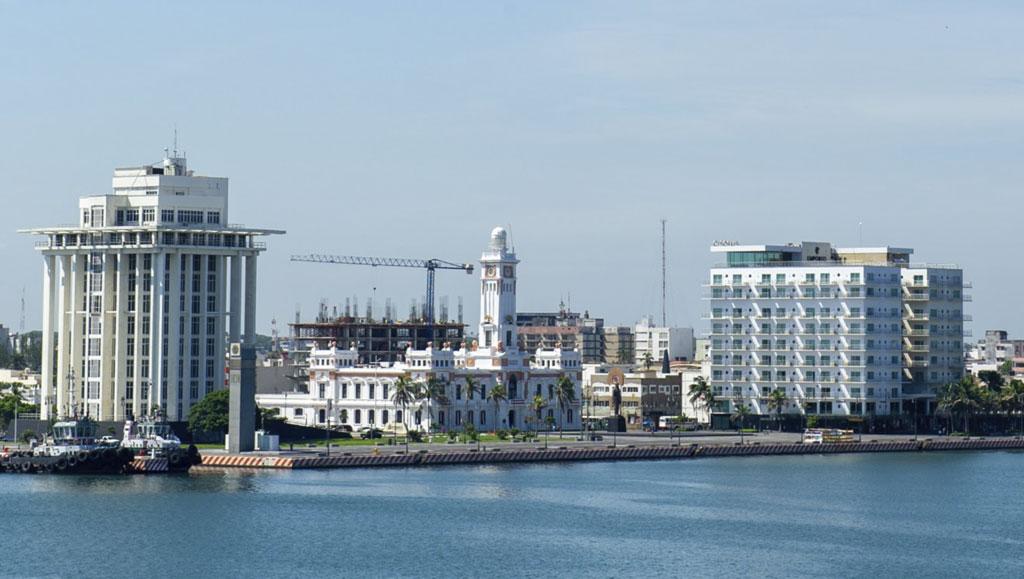 malecon_puerto_de_Veracruz_gaceta_Hotel_Emporio_Veracruz